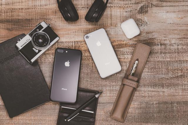 ブロガーの持ち物(iPhoneやカメラなど)の写真