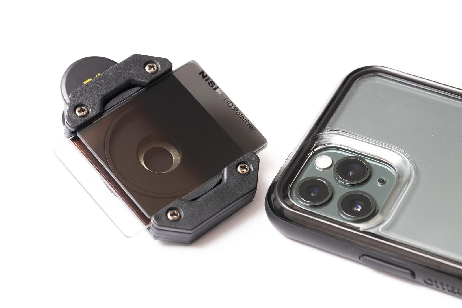 「スマートフォン用の角型フィルターとiPhone 11 Pro」の写真