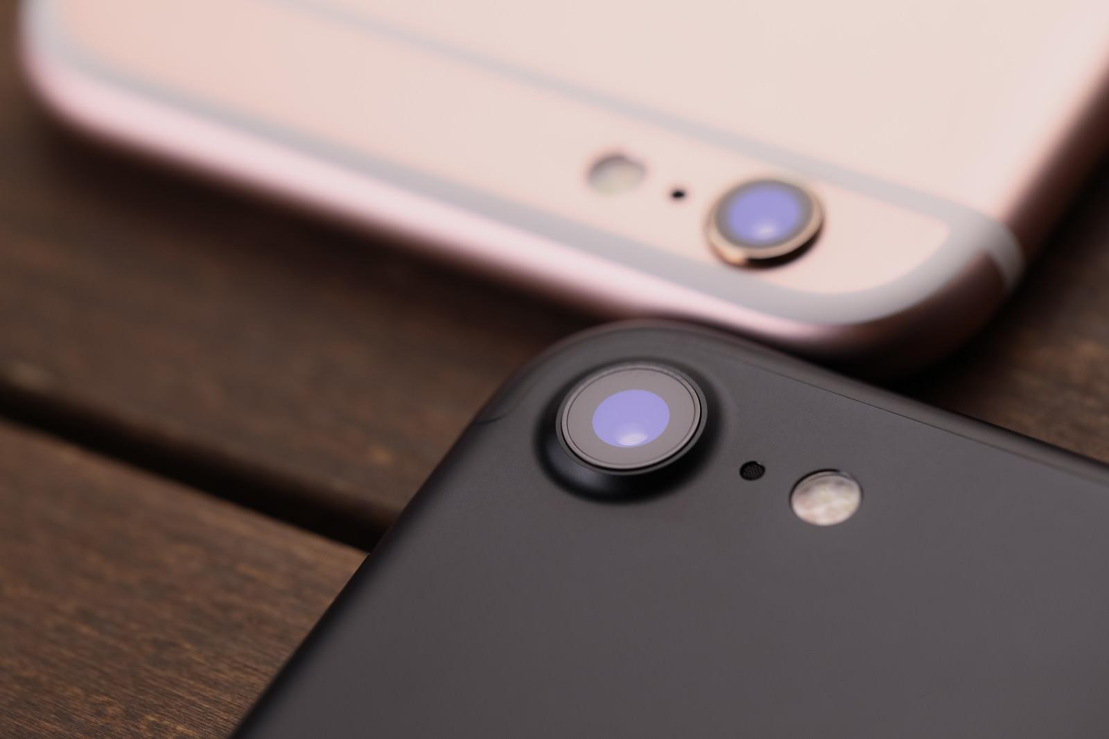 「新型スマートフォンのカメラ部分を徹底比較」の写真