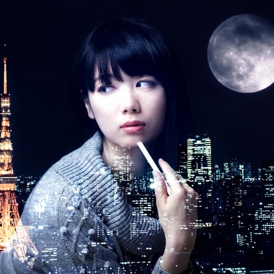 「美女と東京タワーと満月(フォトモンタージュ)」の写真素材
