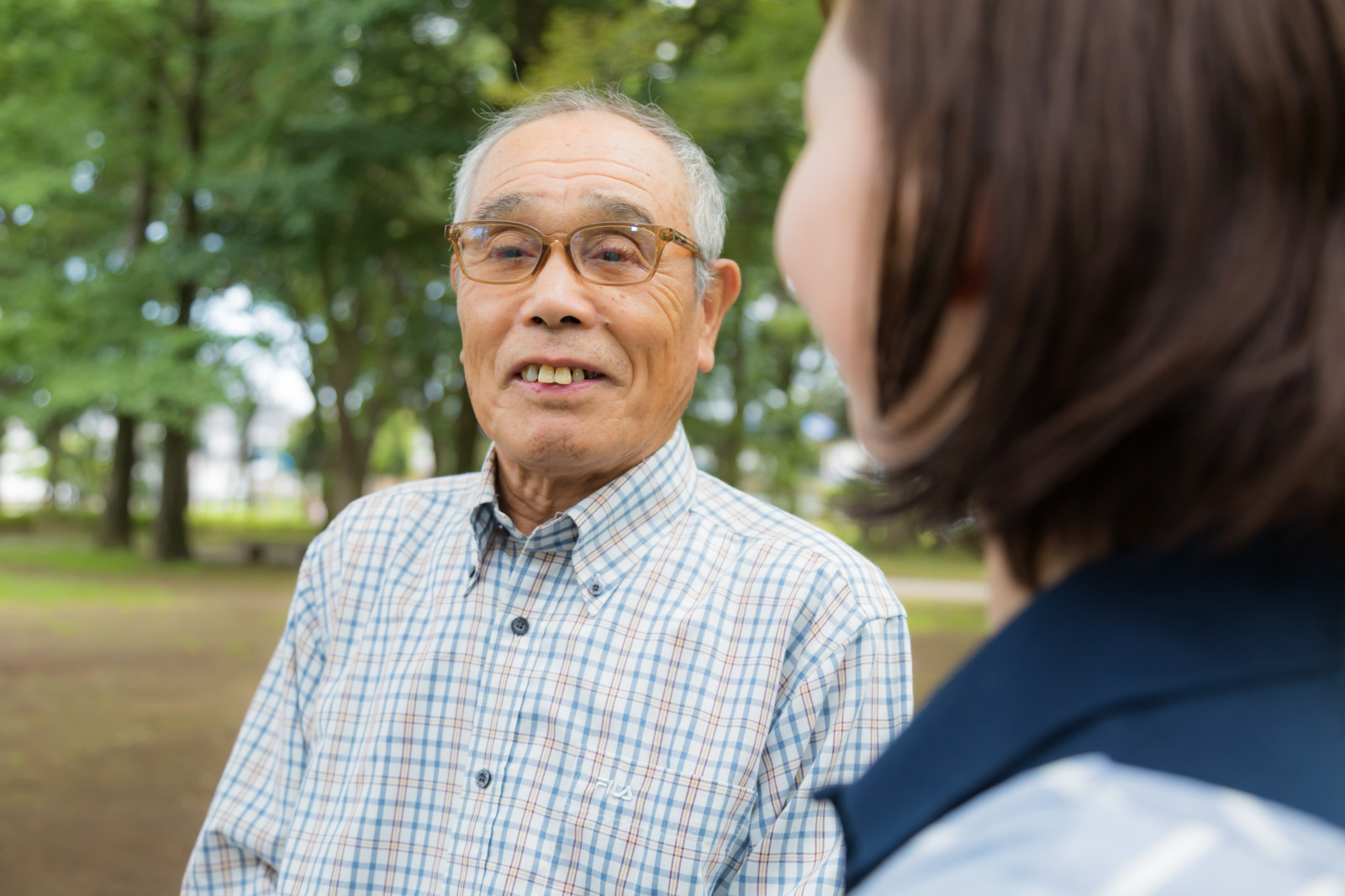 「高齢者(86歳)とヘルパーの女性」の写真[モデル:まーちゃん yumiko]