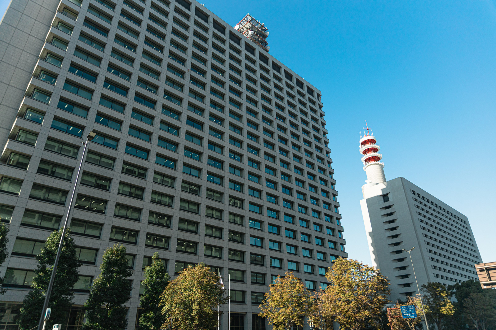 「総務省と警視庁の建物」の写真