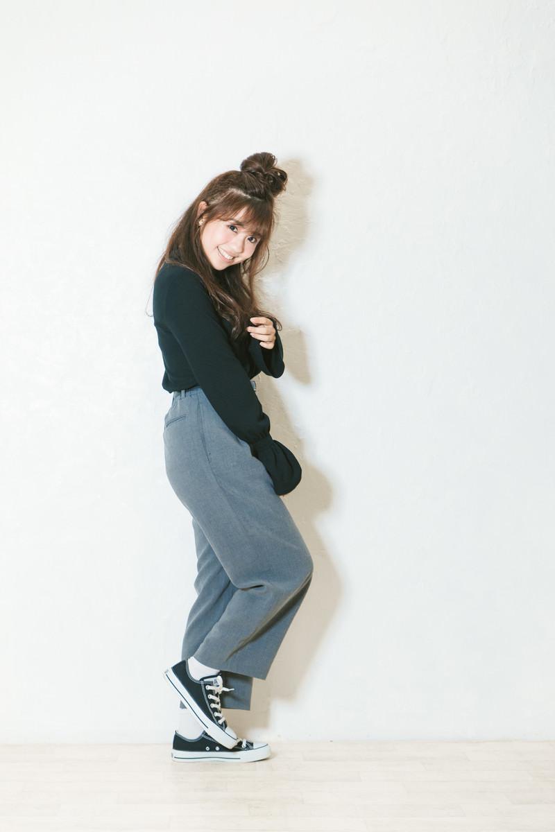 「秋物を着た小柄な女性秋物を着た小柄な女性」[モデル:河村友歌]のフリー写真素材を拡大