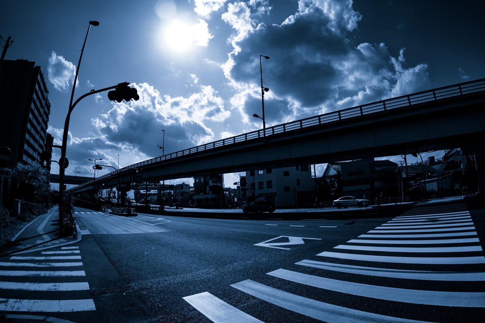「暗い交差点」の写真