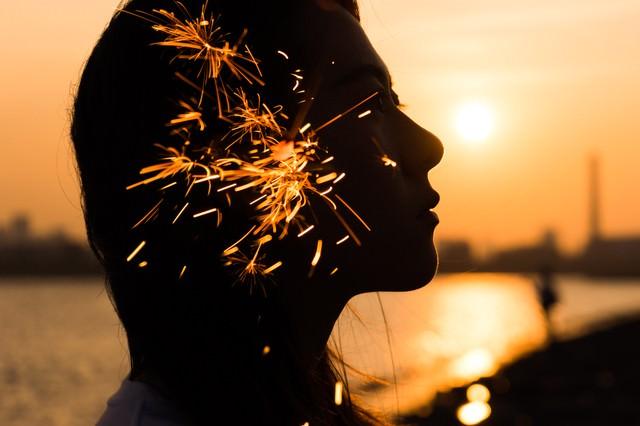 夏の終わりと線香花火(フォトモンタージュ)の写真