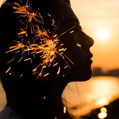 「夏の終わりと線香花火(フォトモンタージュ)」の写真素材