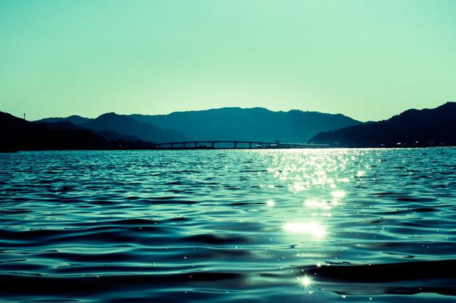 穏やかな宇佐湾の写真