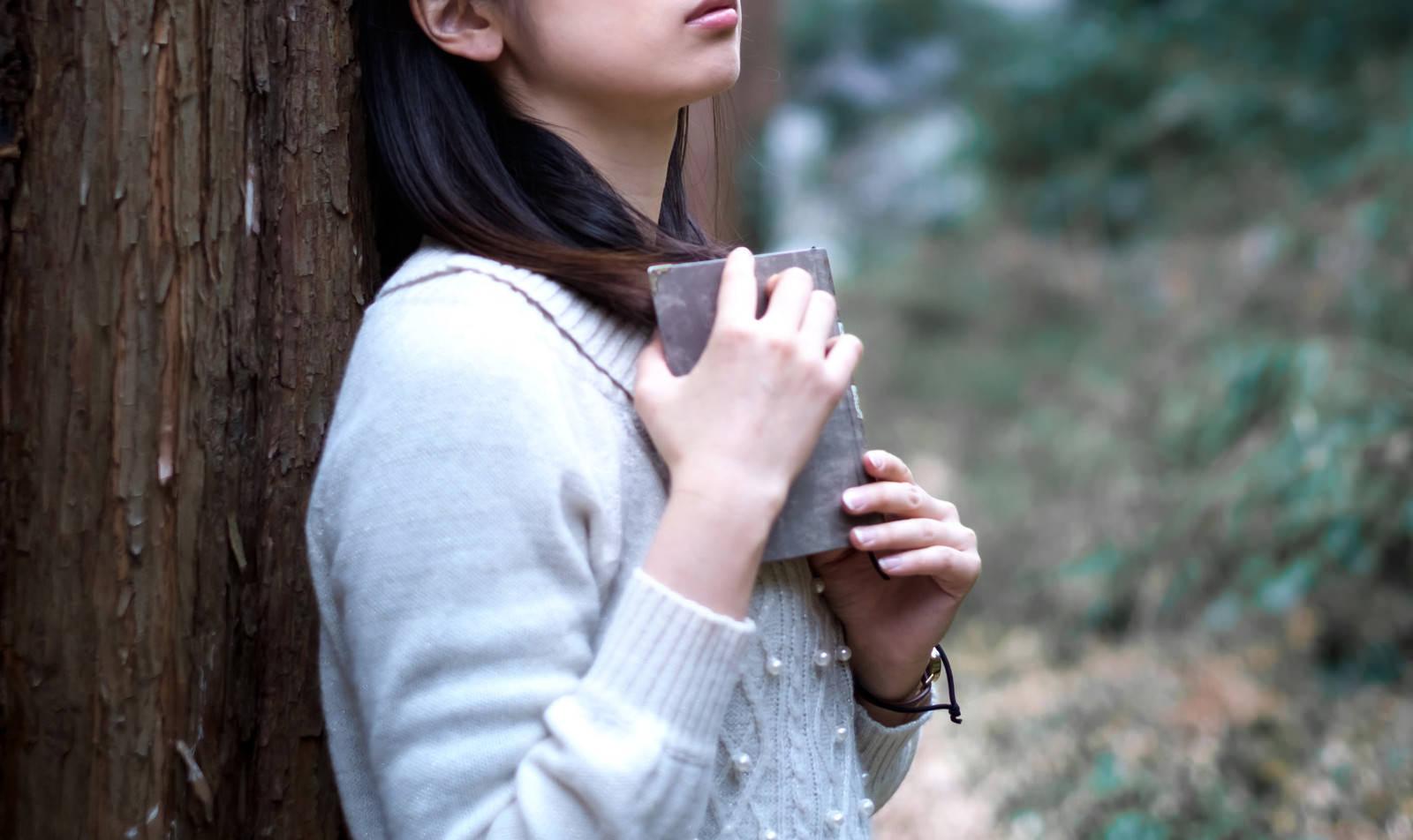 「結末に心がえぐられる女子」の写真