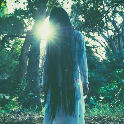 「白装束を着た女性霊の怨念」の写真素材