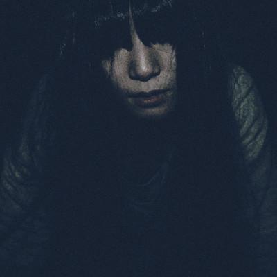 暗闇から女性らしき顔が…の写真