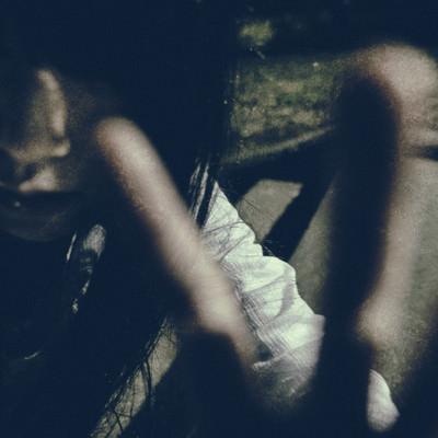 「撮影を全力で拒む亡霊」の写真素材