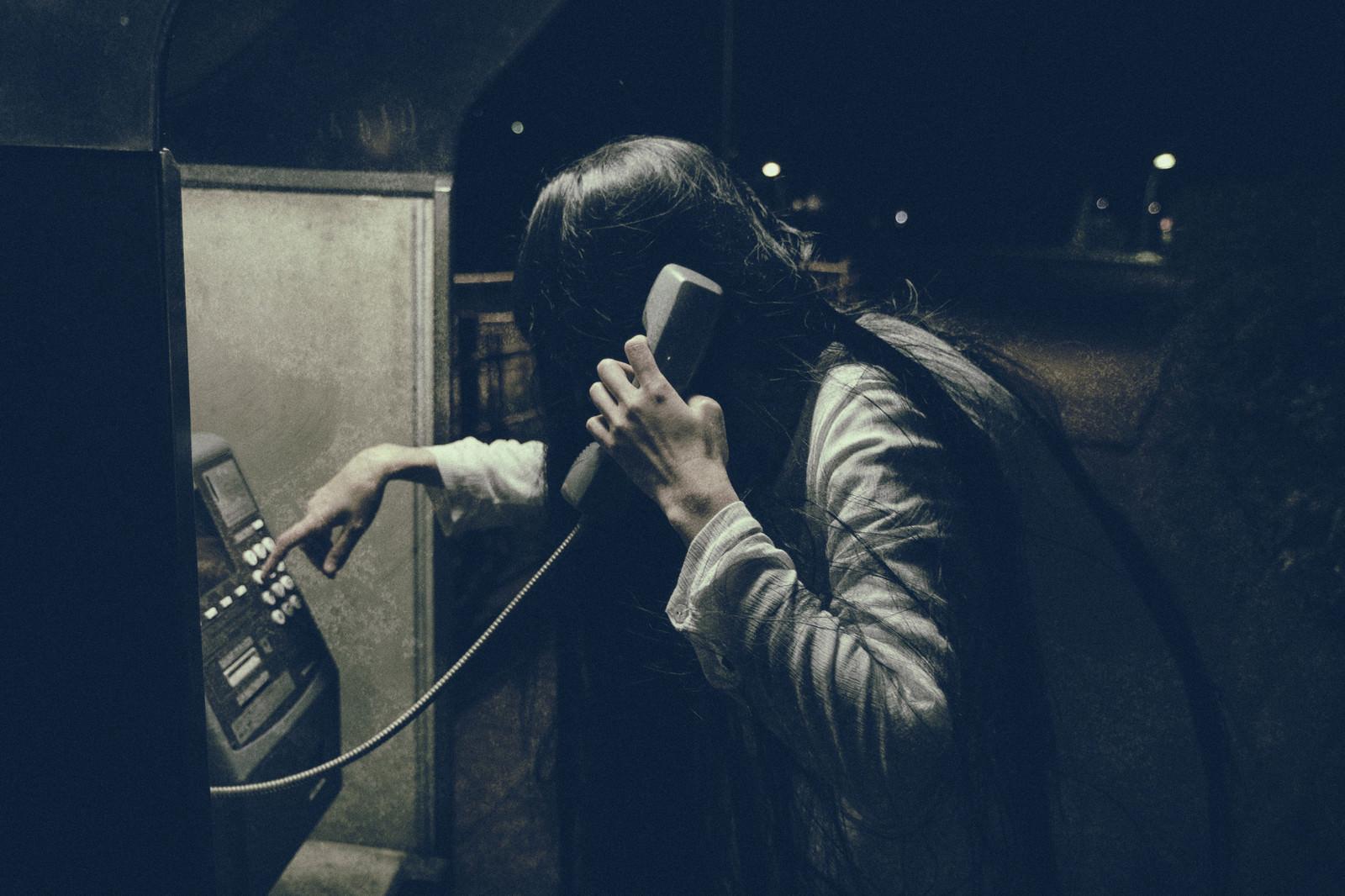 「呪いの電話(ストーカー) | 写真の無料素材・フリー素材 - ぱくたそ」の写真[モデル:緋真煉]
