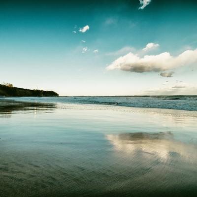 「波が引くように去っていく」の写真素材