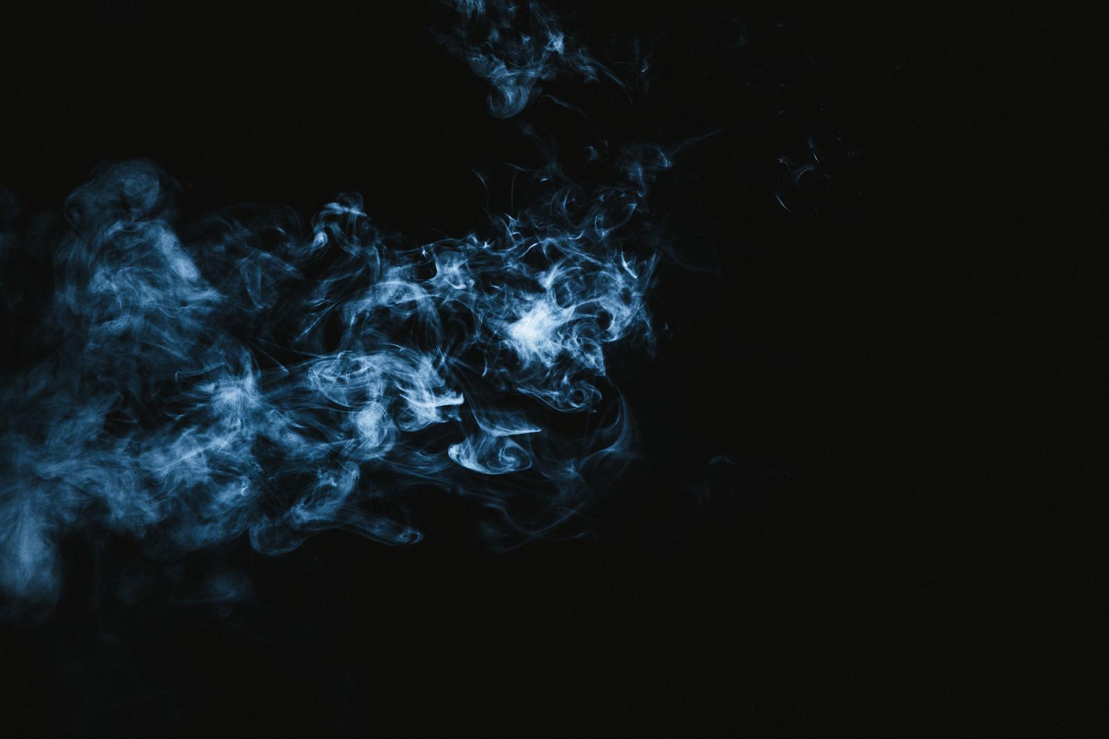 「電気信号のような煙」の写真