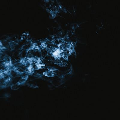 電気信号のような煙の写真