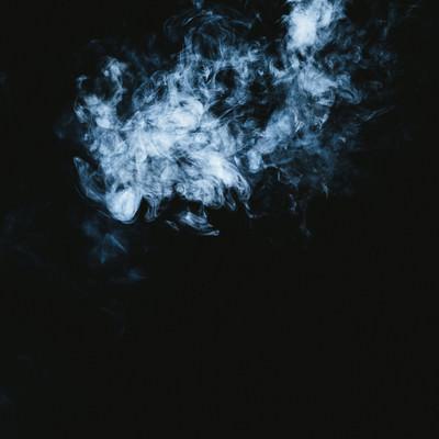「煙が立ち上る」の写真素材