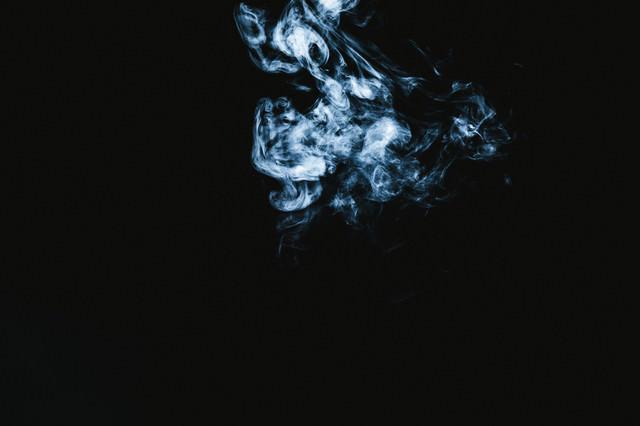 怨念のような煙の写真