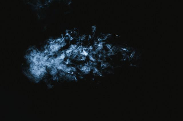 消えそうな煙の写真