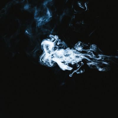 「吹きだされた煙」の写真素材