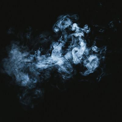 滞留する煙の写真