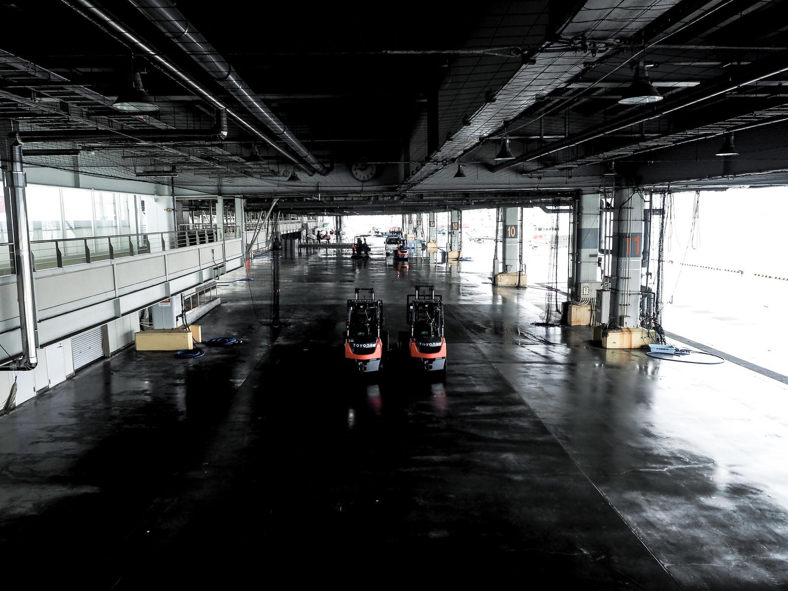 「気仙沼漁港のセリ場」の写真