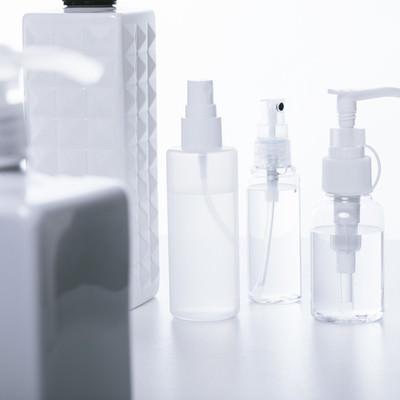 「コスメ用の詰め替えボトル」の写真素材