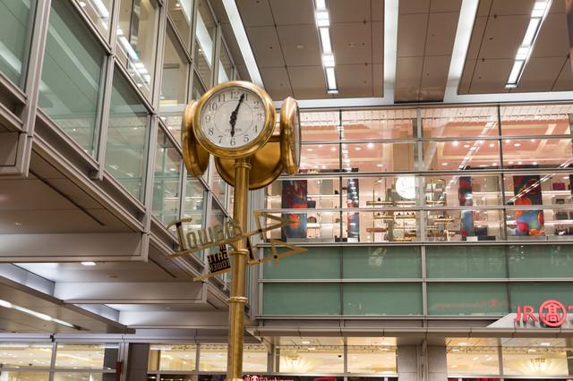 名古屋駅の金の時計(待ち合わせ)の写真