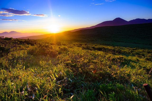 夕陽と霧ヶ峰高原