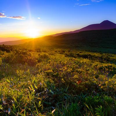 夕陽と霧ヶ峰高原の写真