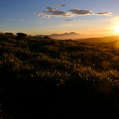 間もなく陽が沈む(霧ヶ峰高原)の写真