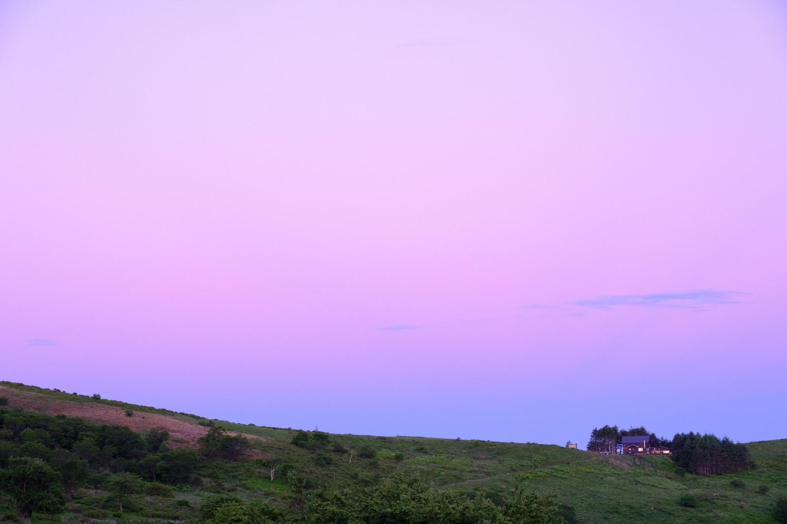 「紫の空と霧ヶ峰高原」の写真
