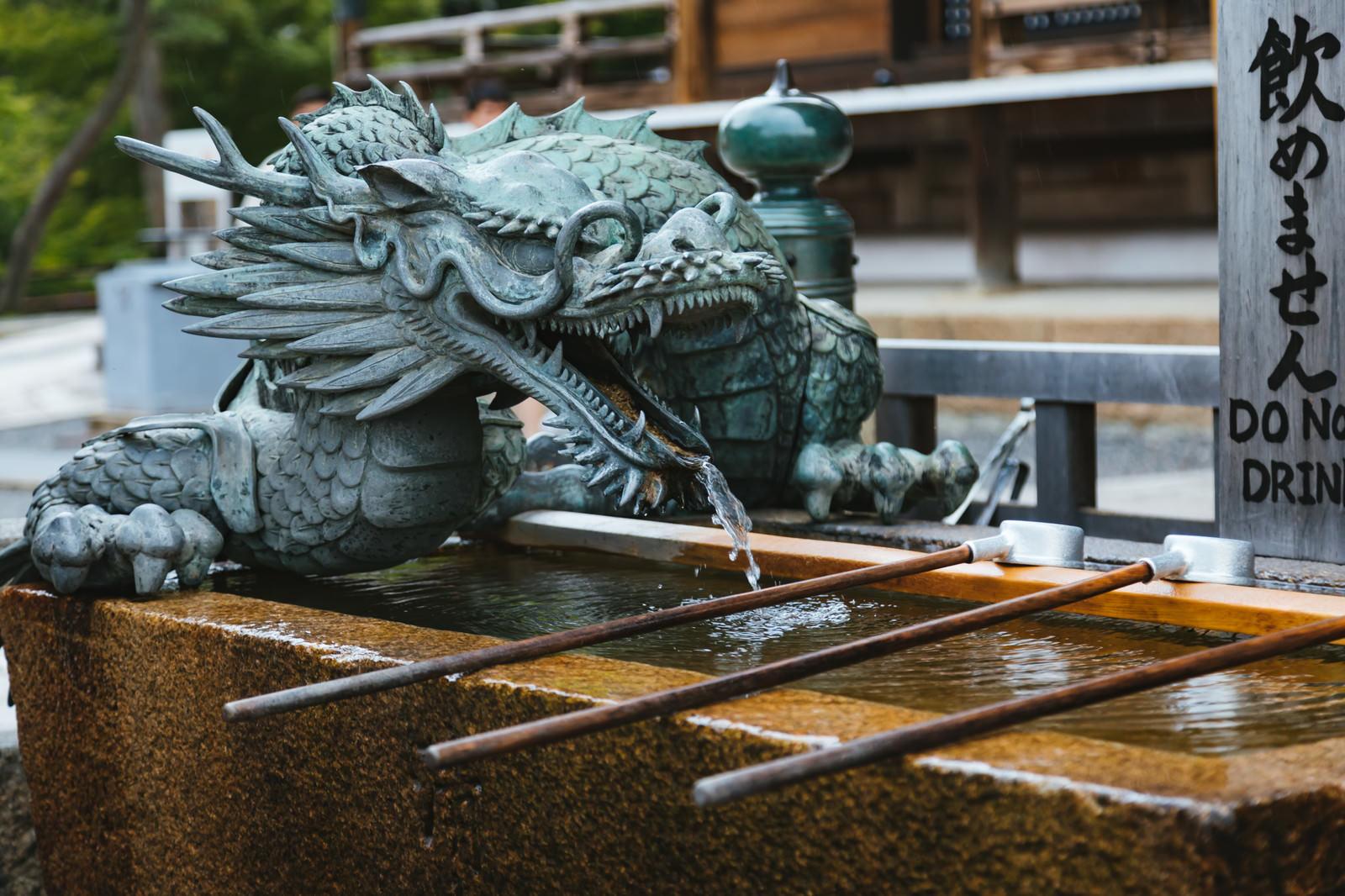 「京都・清水寺梟の手水鉢京都・清水寺梟の手水鉢」のフリー写真素材を拡大