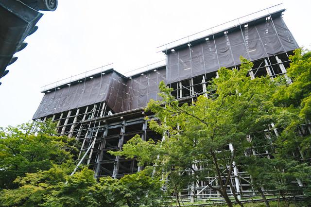 清水寺本堂の工事の写真