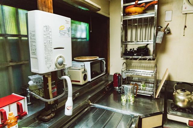 古民家の昭和レトロな台所の写真
