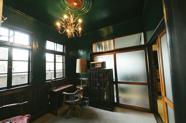 当時は上流層が住んでいたであろう古い洋室の写真