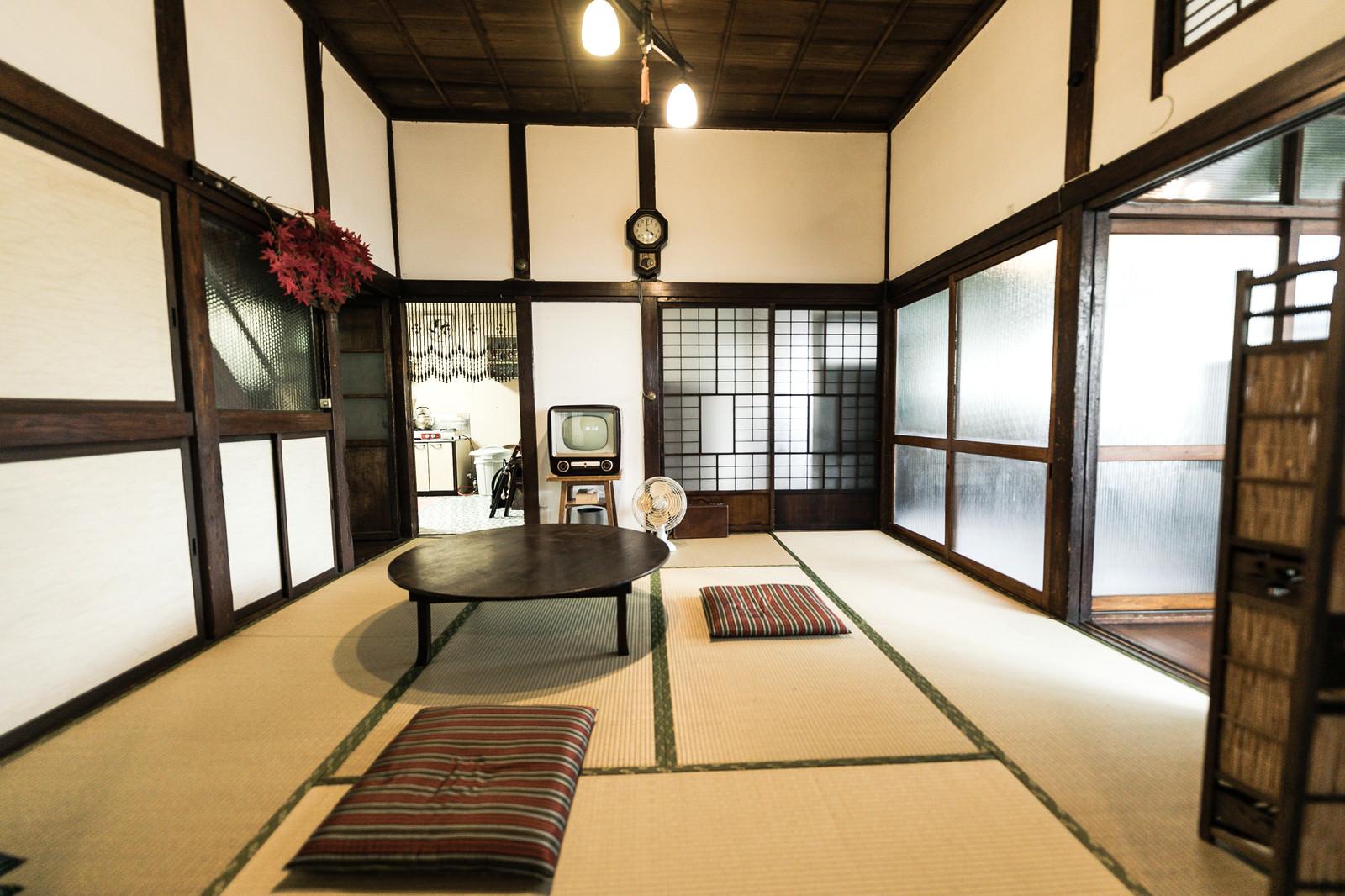 昭和レトロの和家具がある古民家の様子のフリー素材