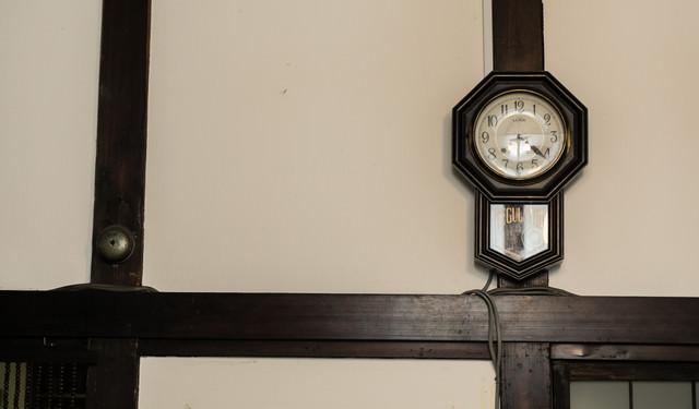 古い掛時計の写真