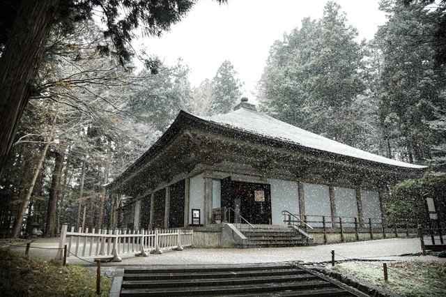 冬の中尊寺金色堂の写真