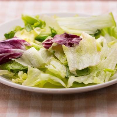 「冷蔵庫に入れてた潰れたサラダ」の写真素材