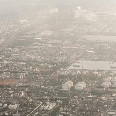 日が落ちる工業地帯の写真