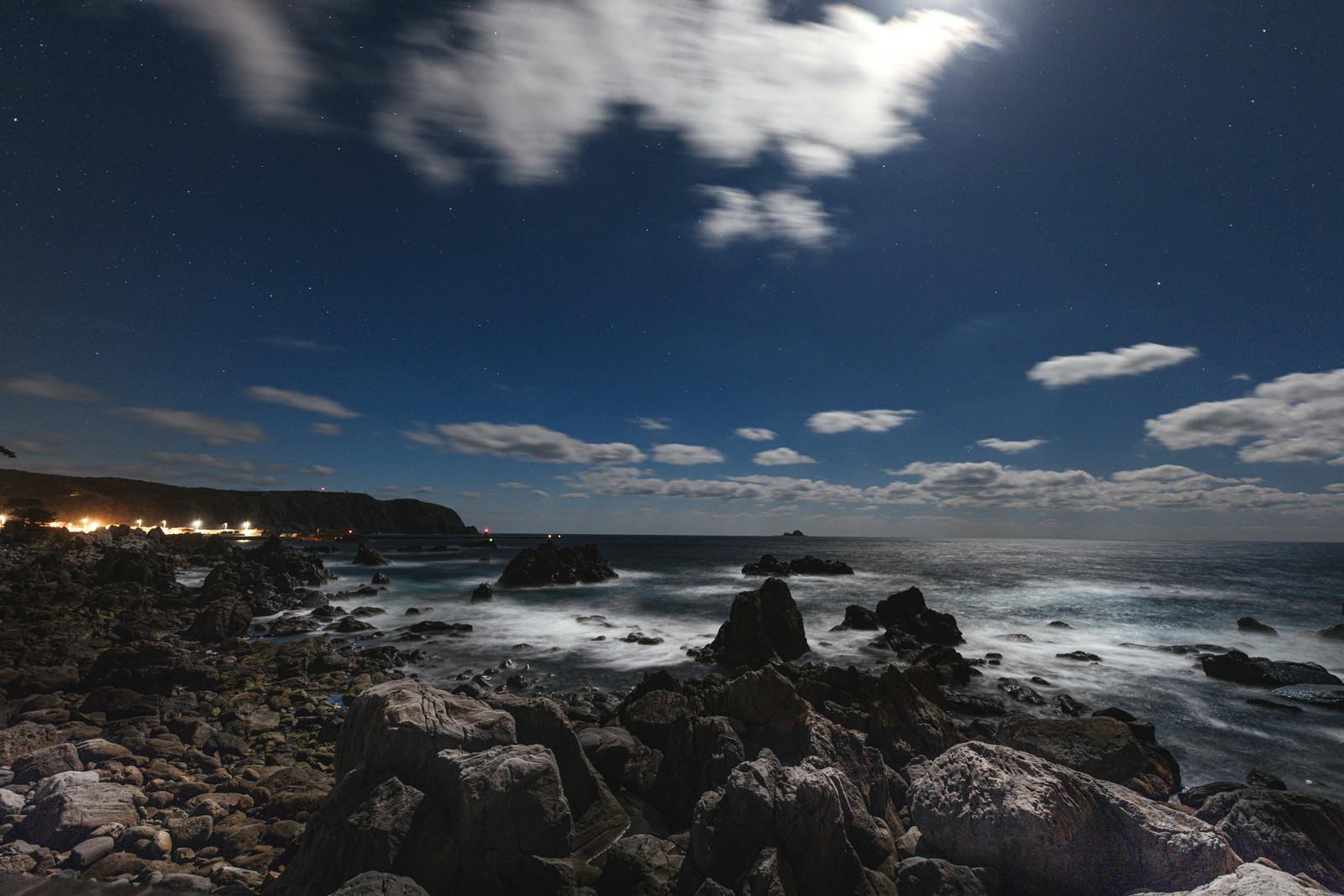神津島の沢尻湾の様子のフリー素材