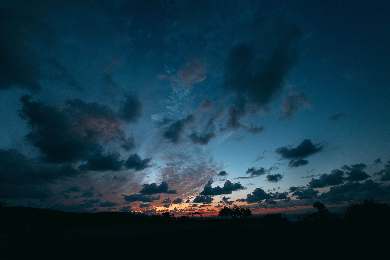 夕焼け空とよたね広場(神津島)のフリー素材