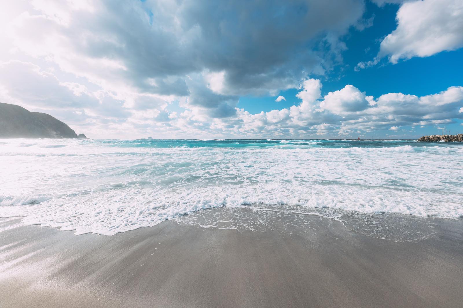 東京にある離島の神津島の美しい海のフリー素材