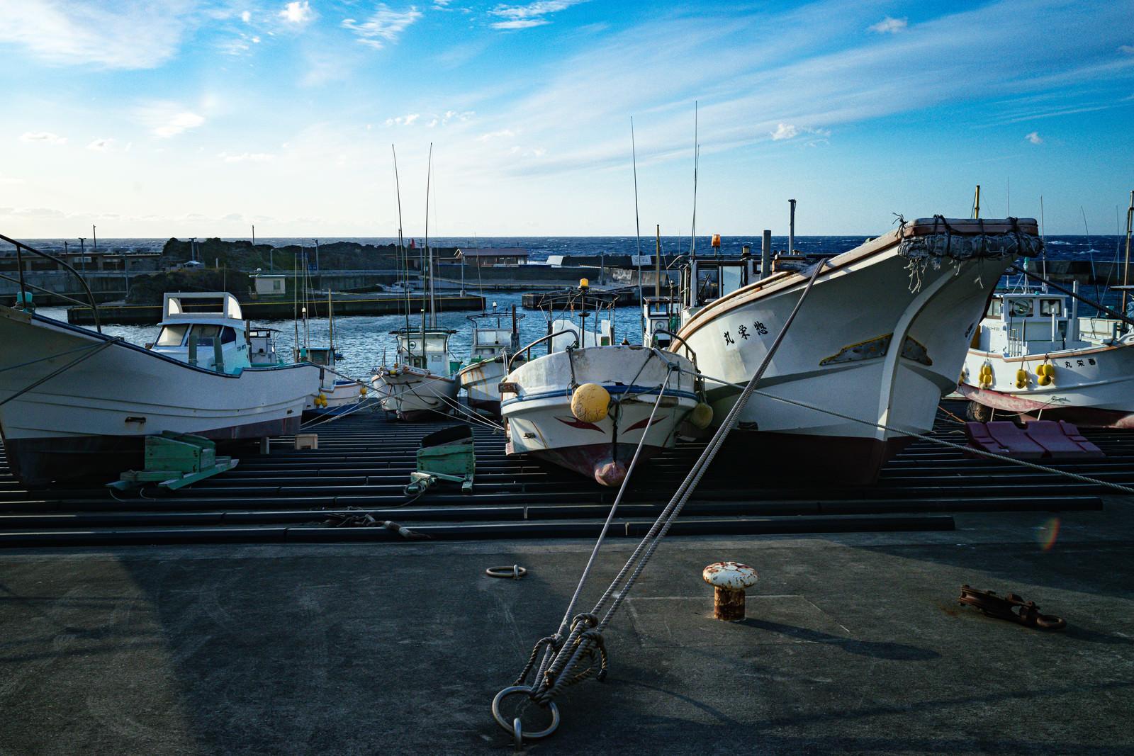 神津島の漁港のフリー素材