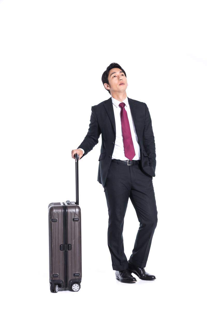 「出張の待ち合わせにクライアントが来ない」の写真[モデル:大川竜弥]