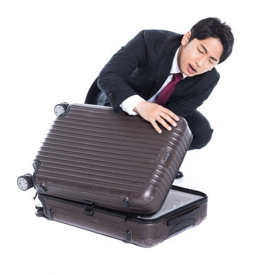 スーツケースが閉まらないの写真