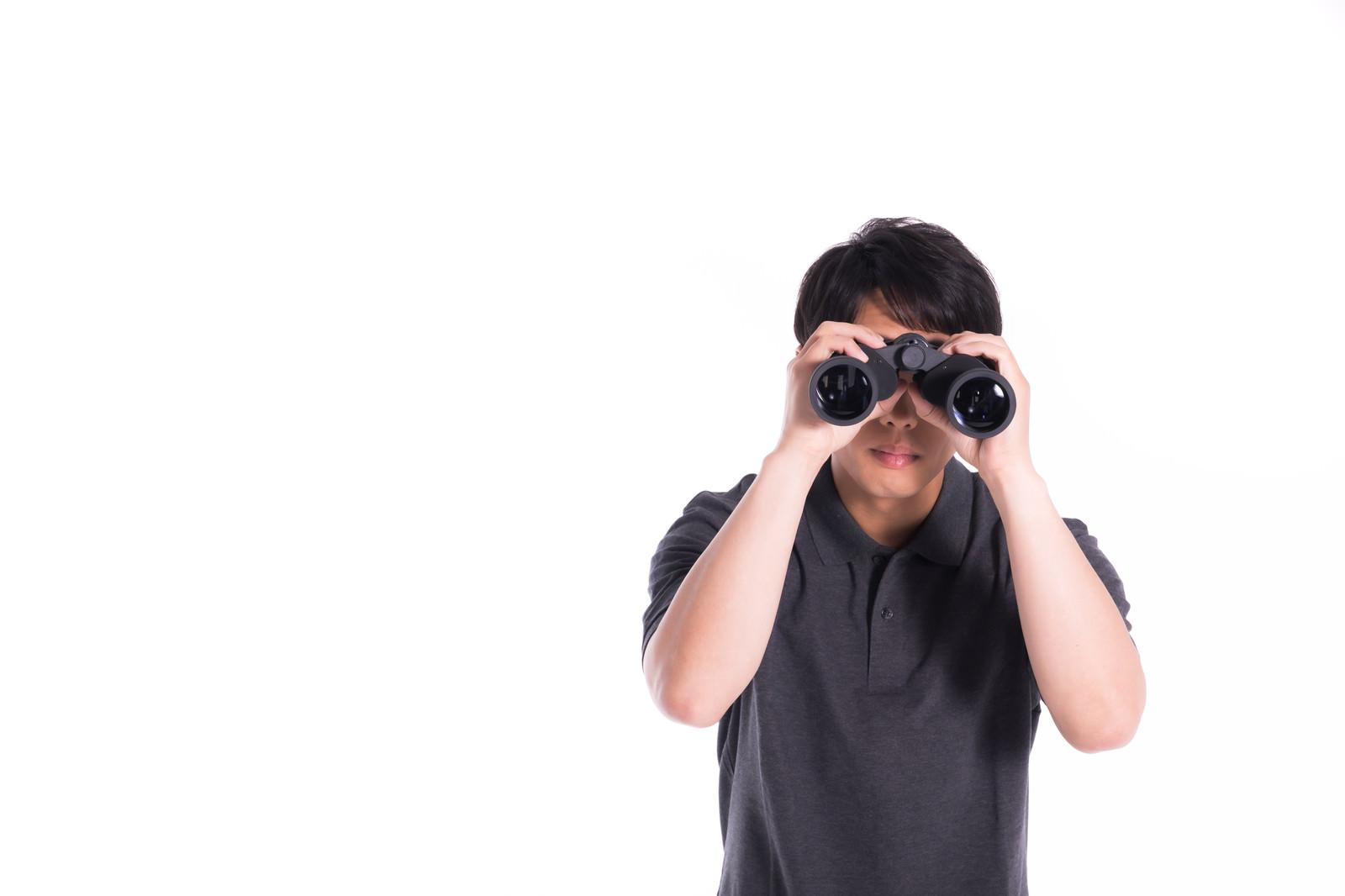「浮気調査中の探偵」の写真[モデル:大川竜弥]