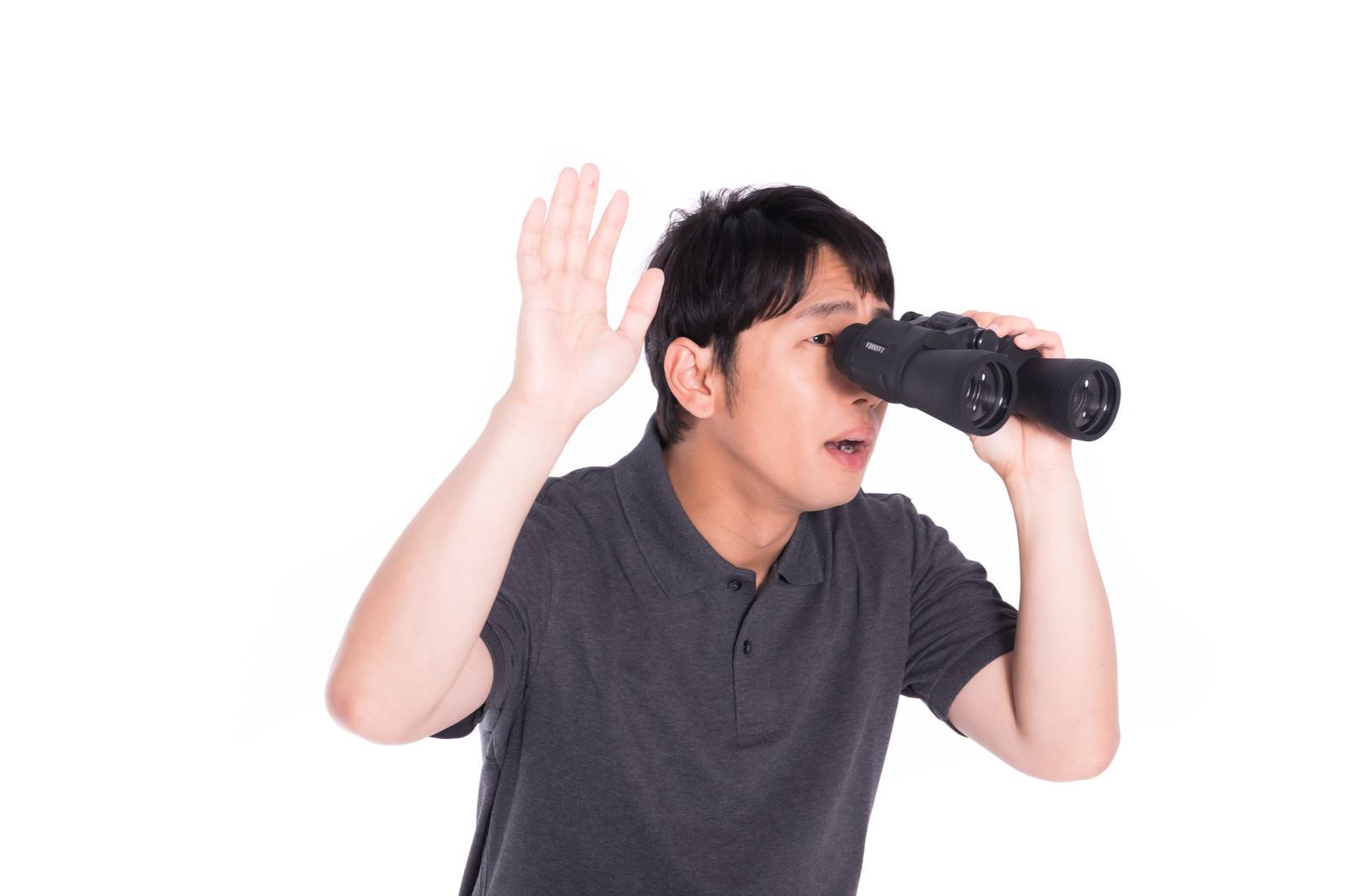 「のぞきを認める男性」の写真[モデル:大川竜弥]