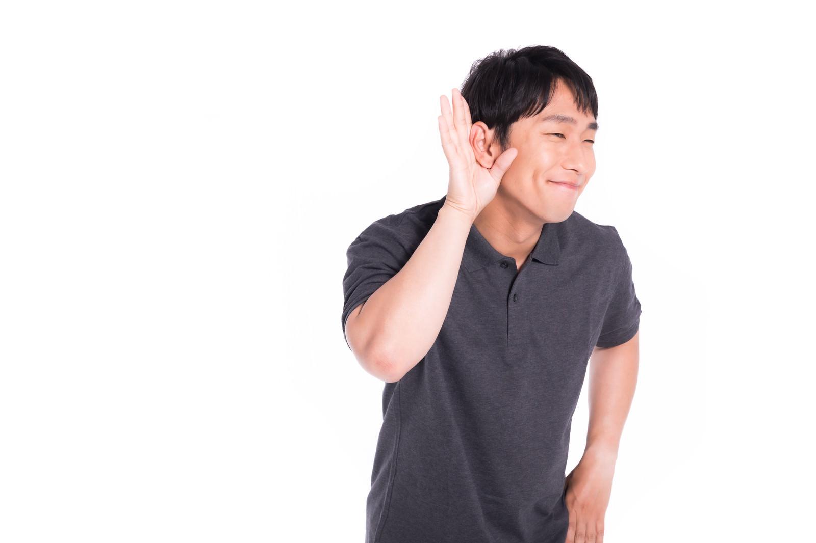 「お褒めの言葉に喜ぶショップ店員」の写真[モデル:大川竜弥]