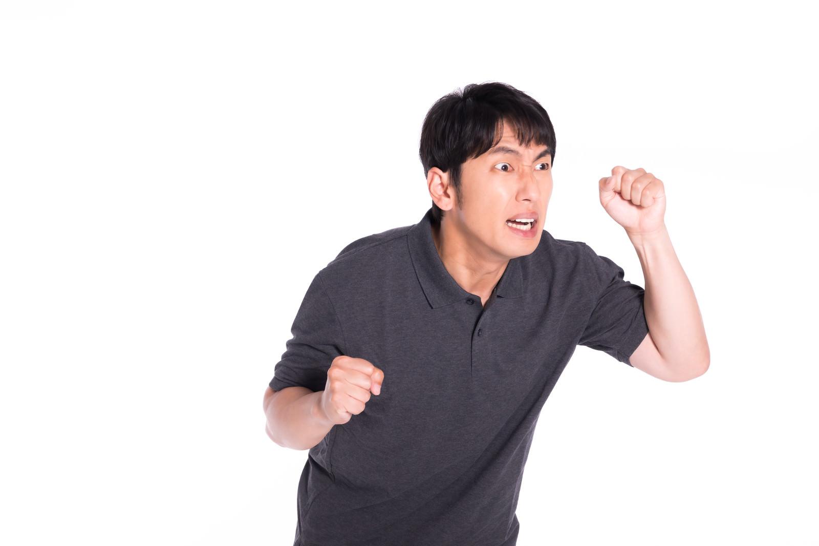 「ギャンブル依存症で熱くなってしまう男性」の写真[モデル:大川竜弥]